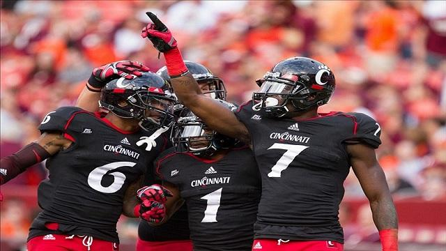NCAA Cincinnati Bearcats battle the Ohio State Buckeyes